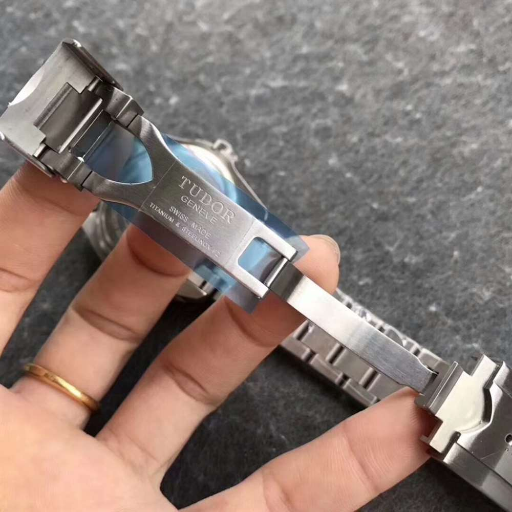 XF厂帝舵领潜型蓝钛花V2版M25600TB复刻表对比评测
