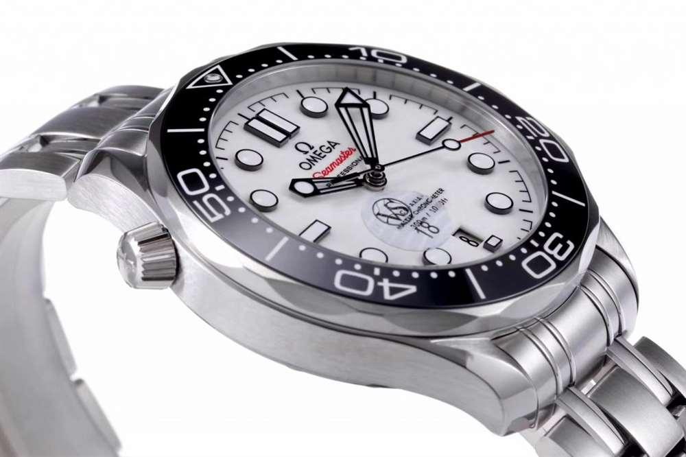 VS厂欧米茄海洋宇宙300熊猫色腕表做工怎么样?有没有瑕疵?