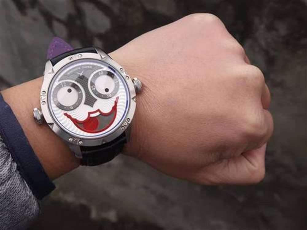 机械手表什么时候调日期最准确